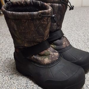 Other - Camo print snow boots
